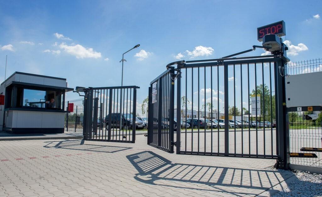 Průmyslová skládací brána / vrata V-KING Nokov